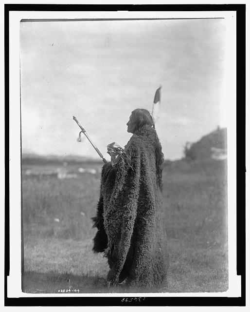 Sioux-Indian-religion-gods-Photograph-Oglala Siou -priest-Hu Kalowa Pi-ceremony.